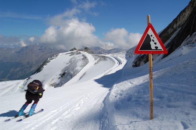 Skiing Holiday Tips and Ski Safety Advice