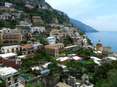 Positano Travel Guide and Travel information